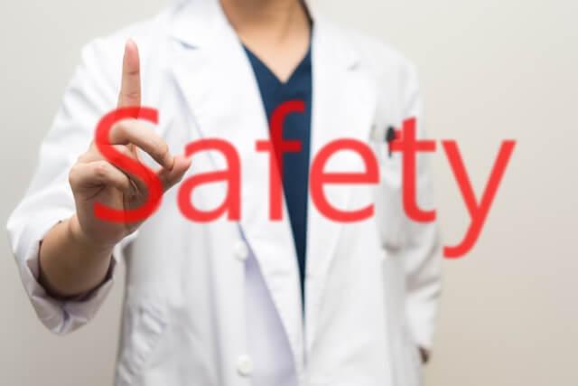 安全を主張する医師